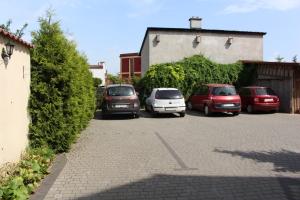Parking Zajazd Jagnar noclegi w Trzciance